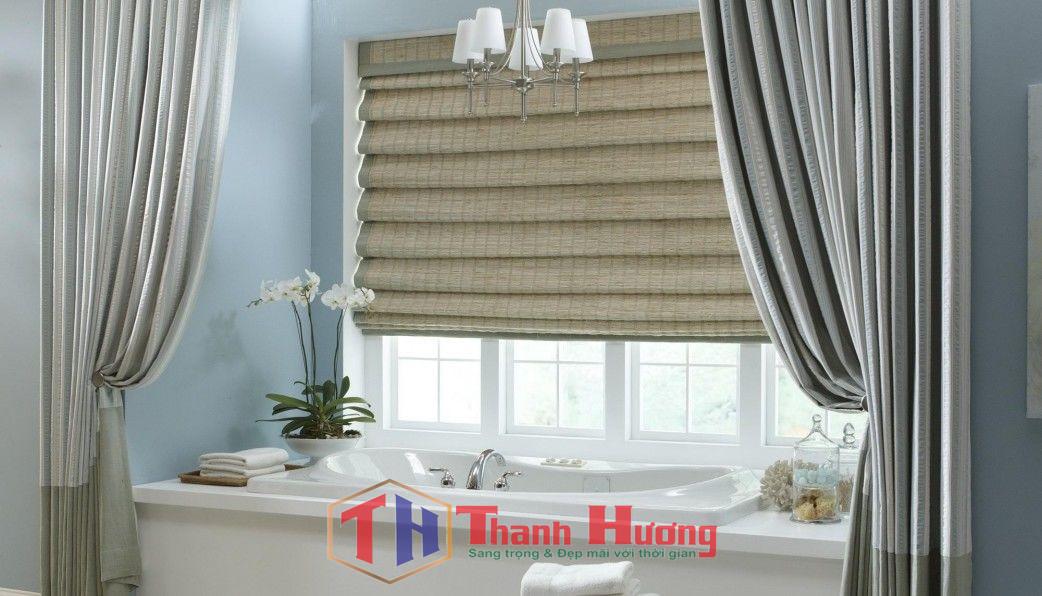 Mẫu rèm cửa sổ dạng cuốn phòng tắm đơn giản không thể bỏ