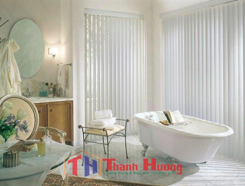 Mẫu rèm cửa sổ phòng tắm bằng nhựa trắng