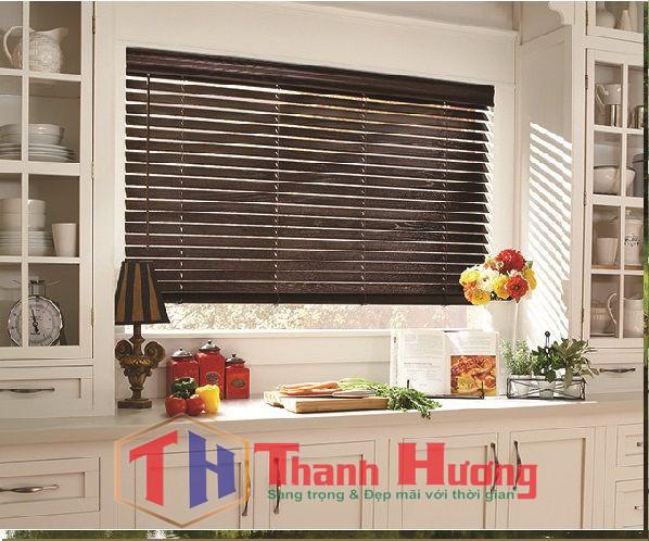 Mẫu rèm gỗ phòng bếp được nhiều gia đình lựa chọn